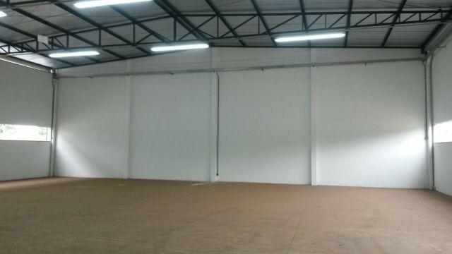 Excelente Barracão para locação, com 400 m2