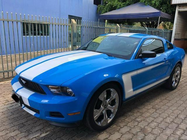 Ford Mustang V6 impecável, baixa km