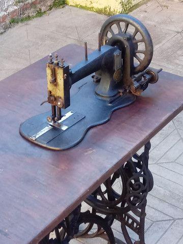 Máquina de costurar antiga - Foto 2