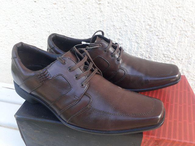 Sapato Ferracine e Pipper em couro Legítimo de 249 por 98 cor preto - Foto 3