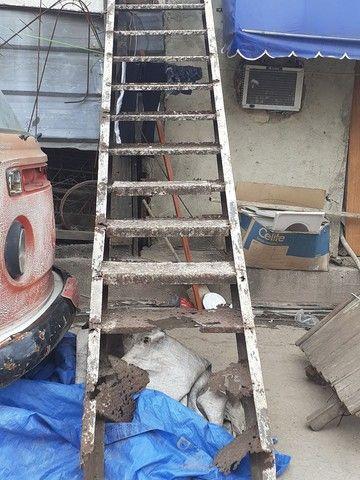 Vendo escada de 4 metros precisado fazer reformas