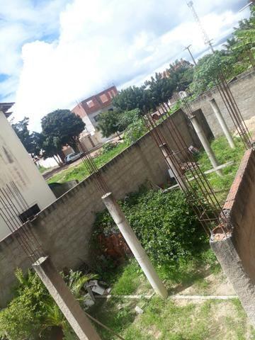 Vendo uma obra em Guaraciaba com estrutura, para três lajes, em uma área nobre