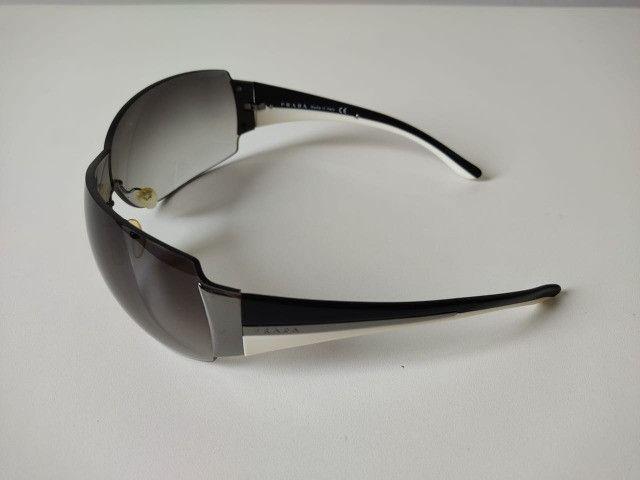 Óculos Escuro Prada SPR54G - Foto 5
