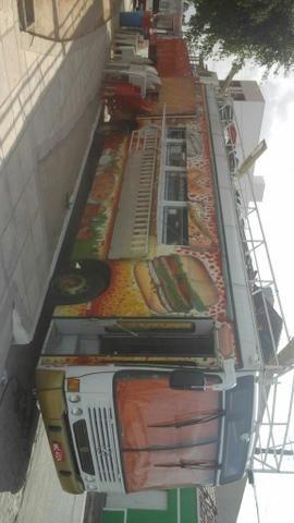 Vendo um ônibus food truck. valor 65mil no dinheiro!!! - Foto 3