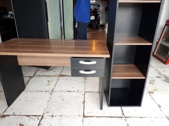 Mesa de escritório com gavetas - Foto 2
