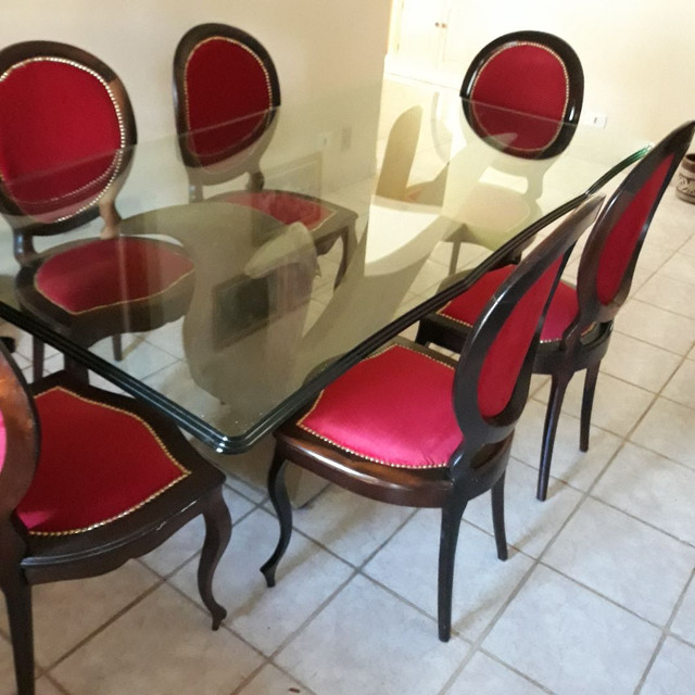 Mesa de vidro . Base escultura de pedra. 6 cadeiras de jacaranda - Foto 4