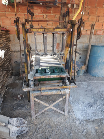 Vendo maquina de fazer blocos de concreto - Foto 2