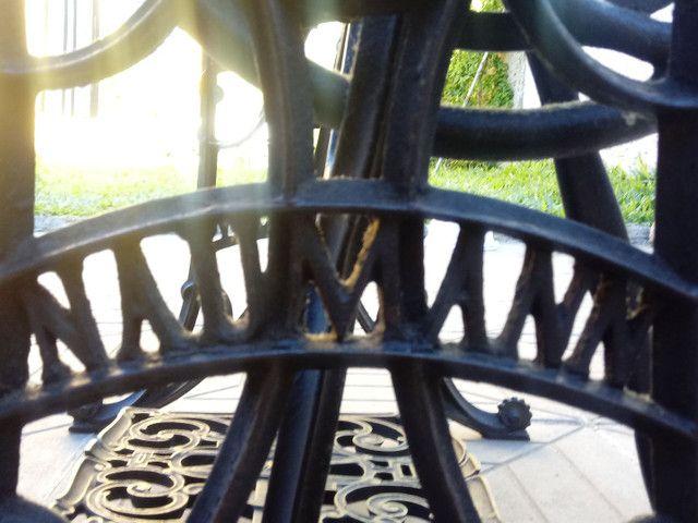 Máquina de costurar antiga - Foto 6