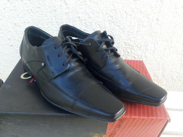 Sapato Ferracine e Pipper em couro Legítimo de 249 por 98 cor preto