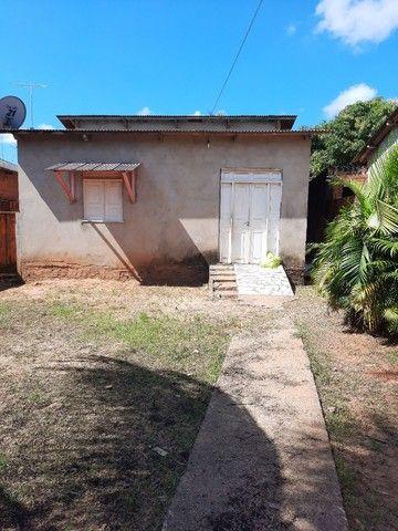 Casa com 02 quartos, sala, cozinha, com dois banheiros  e uma área de serviços  - Foto 2