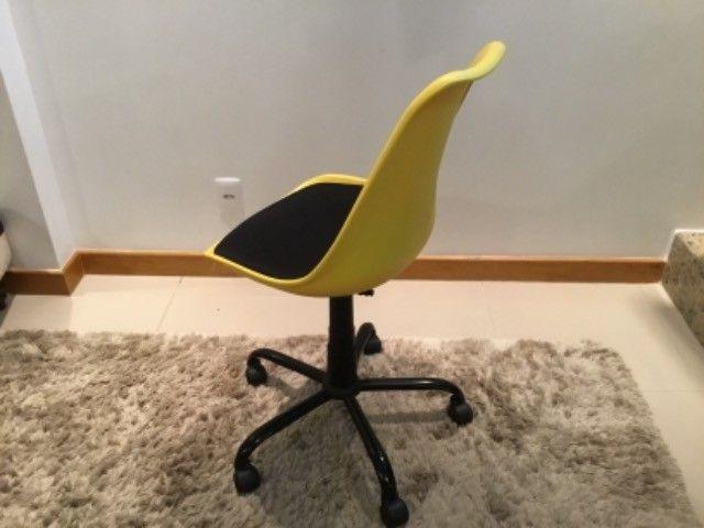 Cadeira escritório/estudo com rodinhas  - Foto 4