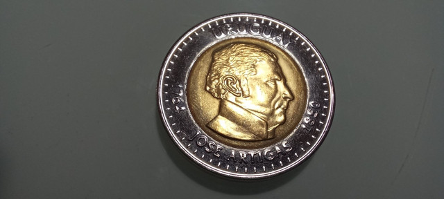 Moeda rara 10 pesos Uruguayos 2000 colecionador - Foto 4