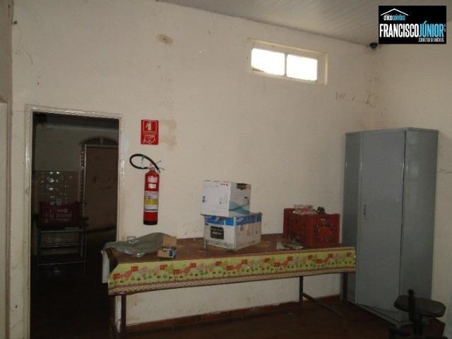 Casa no Setor Coimbra, 4 quartos, nascente e com ótima localização comercial e residencial - Foto 9
