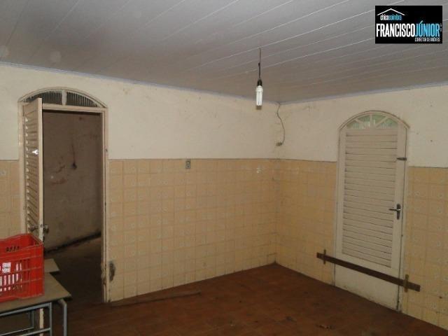 Casa no Setor Coimbra, 4 quartos, nascente e com ótima localização comercial e residencial - Foto 11