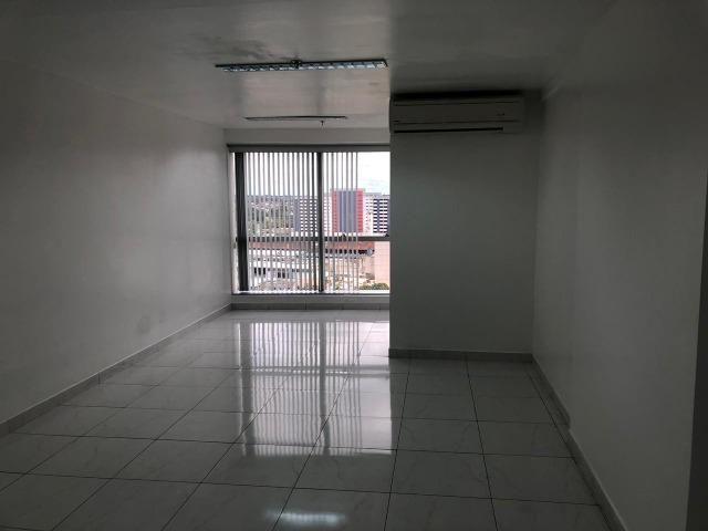 2 salas no Ed Atlantic Tower andar alto lado a lado chapada - Foto 5