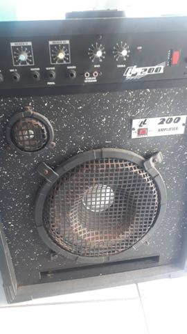 Vendo caixa de som ela liga e tudo só não sai o som dela para colocar e preço