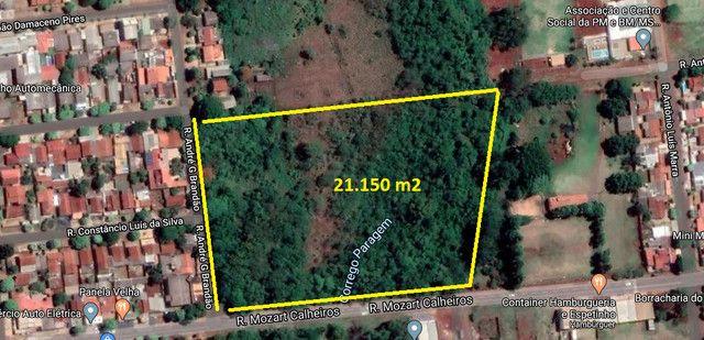 Área de 21.150 m² na Rua Mozart Calheiros em Dourados