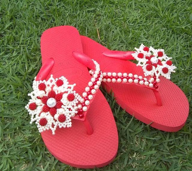 Está chegando o natal!!! Sandálias bordadas personalizadas incríveis a partir de R$45.