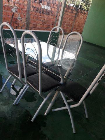 Mesa de vidro com seis cadeiras - Foto 2