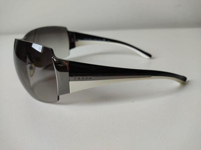 Óculos Escuro Prada SPR54G - Foto 2