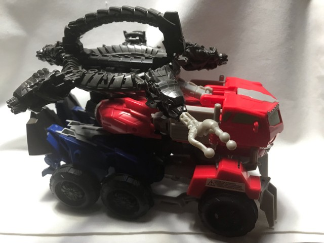 Transformes caminhão/robot lançador de dardos