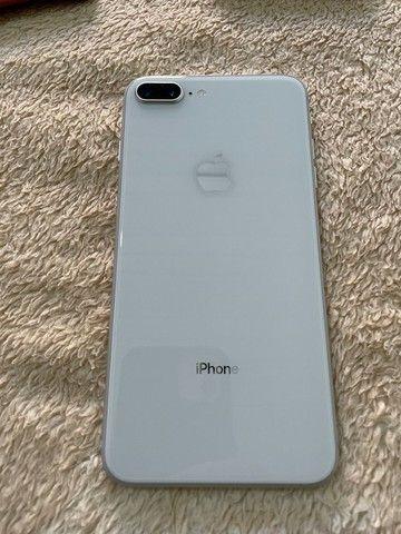 Iphone 8 Plus 64Gb branco + Capas + acessórios - Foto 3