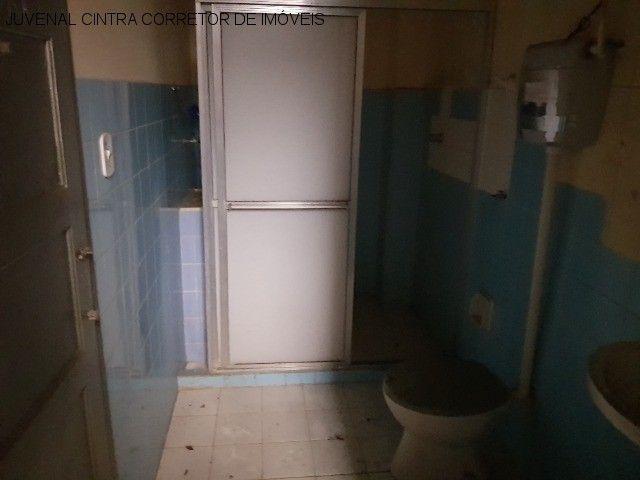 Vendo uma casa ampla em Itapuã, 7/4, suítes, comercial ou residencial R$ 850,0000! - Foto 2