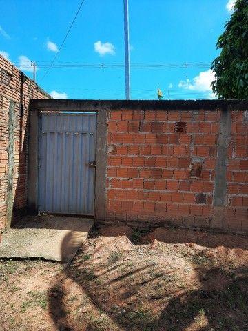 Casa com 02 quartos, sala, cozinha, com dois banheiros  e uma área de serviços  - Foto 5
