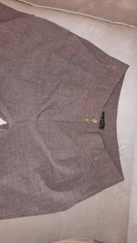 3 Calças femininas sociais de marca. Veste tamanho 42 . Preço único pelas três calças