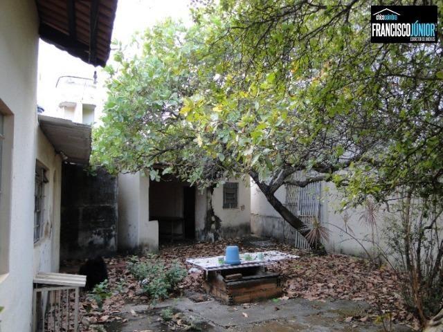 Casa no Setor Coimbra, 4 quartos, nascente e com ótima localização comercial e residencial - Foto 14