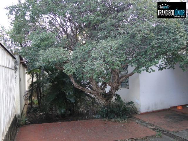 Casa no Setor Coimbra, 4 quartos, nascente e com ótima localização comercial e residencial - Foto 3