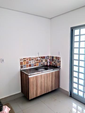 Kitnet locação ,toda no piso porcelanato, 700 reais - Foto 2