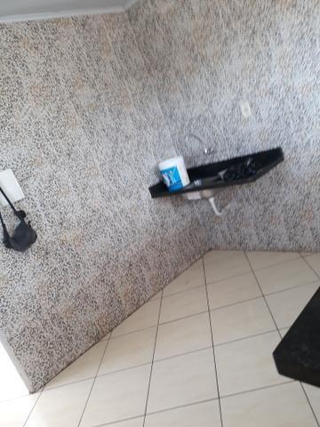 Alugo 1/4 sala cozinha banheiro - Foto 2