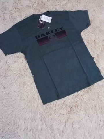 Camisas e bonés 70 reais  - Foto 2