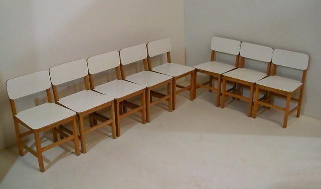 8 Cadeirinhas Infantis, estrutura em madeira maciça e fórmica branca