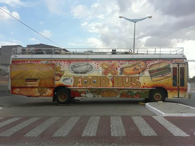 Vendo um ônibus food truck. valor 65mil no dinheiro!!! - Foto 2