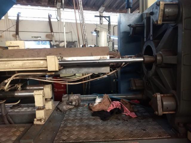 Máquina injetora Jasot 180 ton ano 2001 em Franca/SP