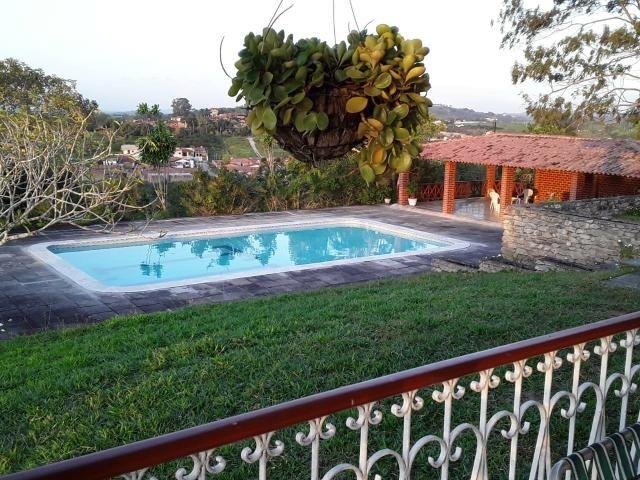 Chácara em Gravatá com 9 hectares, casa sede, 6 suítes, piscina com apoio, vista da BR-232