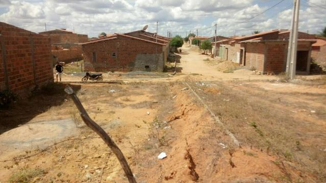 Vende-se ou troca esse terreno 8 x 16 cidade tucano Bahia