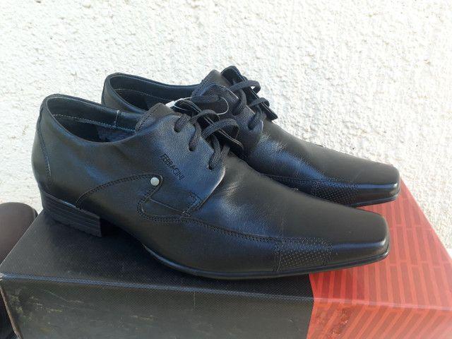 Sapato Ferracine e Pipper em couro Legítimo de 249 por 98 cor preto - Foto 2