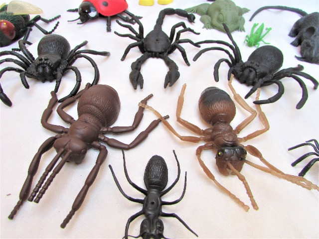 Kit Insetos De Borracha Aranhas Formigas Mosca C/18 - Foto 2