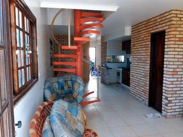 Casa no Porto das Dunas com 4 dormitórios e 100 m²