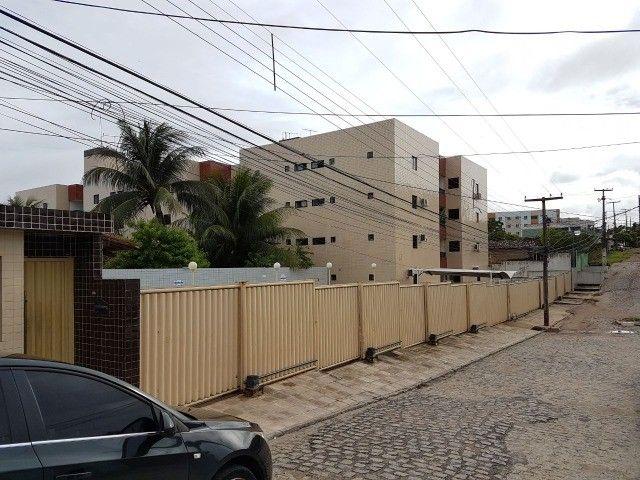 Apartamento nos Bancários com 3 quartos, sendo 1 suíte, varanda e área de lazer.