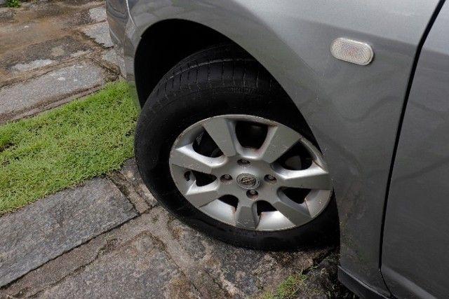 Nissan Tiida 1.8 16V MT Flex - Foto 14