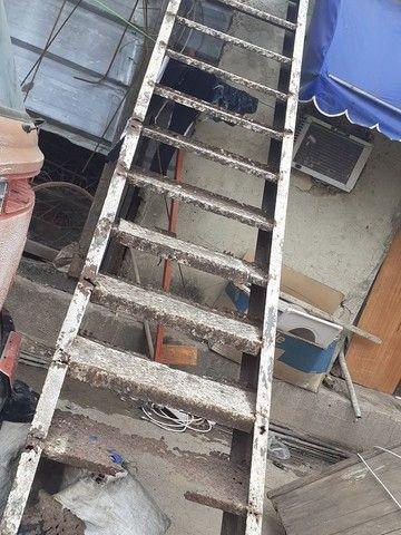 Vendo escada de 4 metros precisado fazer reformas  - Foto 3