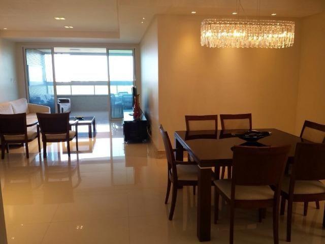 Apartamento com 3 suítes na Avenida Beira Mar