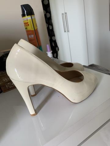 a0cc1b0718 Sapato Peep toe branco com verniz lindíssimo - Roupas e calçados ...