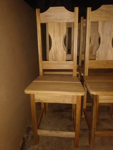 Cadeira toda em madeira - Foto 2