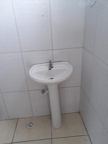 Alugo 1/4 sala cozinha banheiro - Foto 6