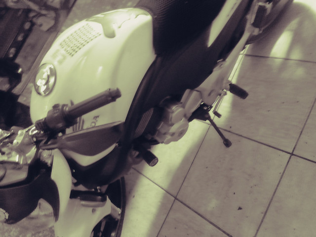 Moto honda 300 branca 30.000 klms - Foto 6